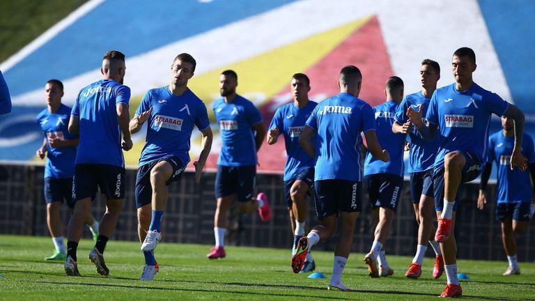 Левски поднови тренировки с всички налични футболисти