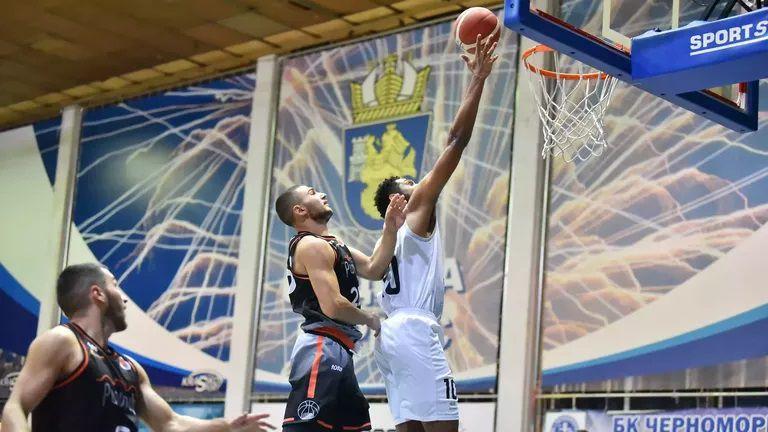 Черноморец не се притесни от проблемите и показа мощ на старта на сезона