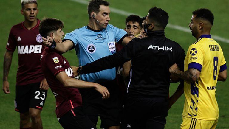 Футболът в Аржентина се завърна с исторически гол с ръка срещу Бока Хуниорс
