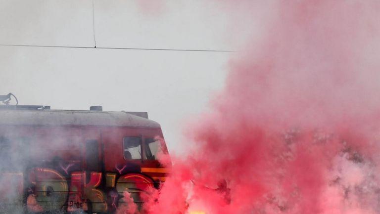 Факли и настроение сред феновете на ЦСКА-София, които намериха начин да подкрепят отбора срещу Монтана