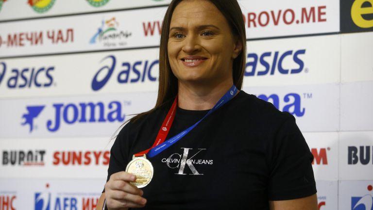 Наградиха носителката на 6 световни титли по самбо Мария Оряшкова