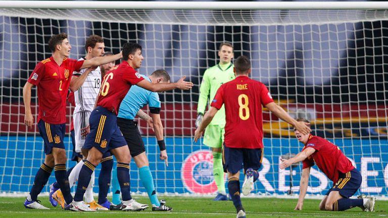 Трябваше ли да бъде отсъдена дузпа за Испания в тази ситуация?