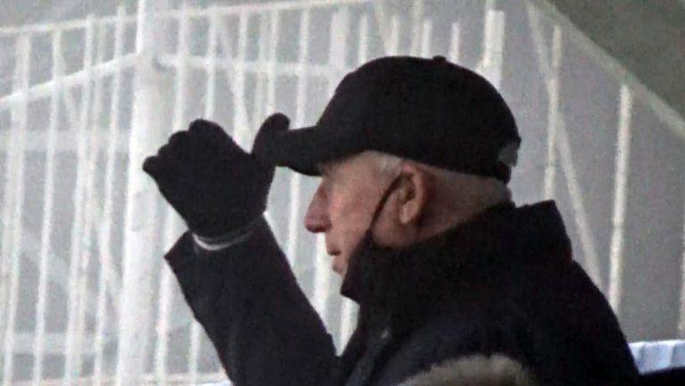 """Трифон Попов и Алън Пардю зорко следят играта на """"армейците"""" срещу Йънг Бойс"""