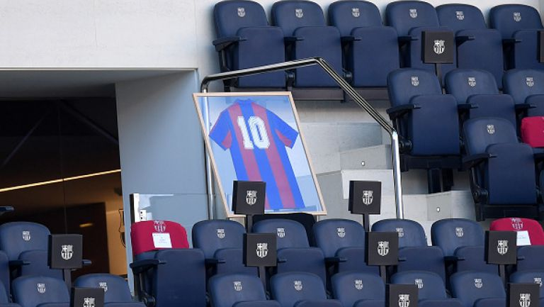 Меси и Барселона почетоха подобаващо Марадона