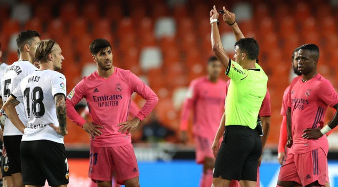 Реферът на Валенсия - Реал Мадрид влезе в историята