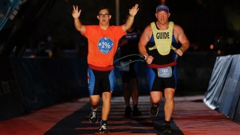 21-годишен стана първият човек със синдром на Даун, който завърши триатлон