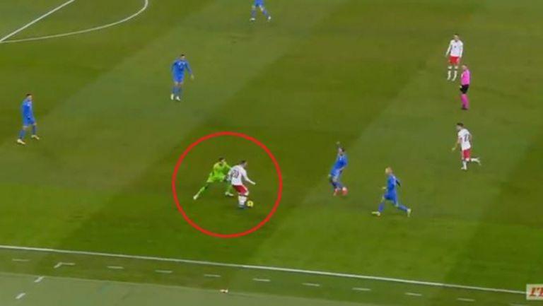 Вратар на Реал Мадрид реши да се прави на Нойер и резултатът бе катастрофален... (видео)