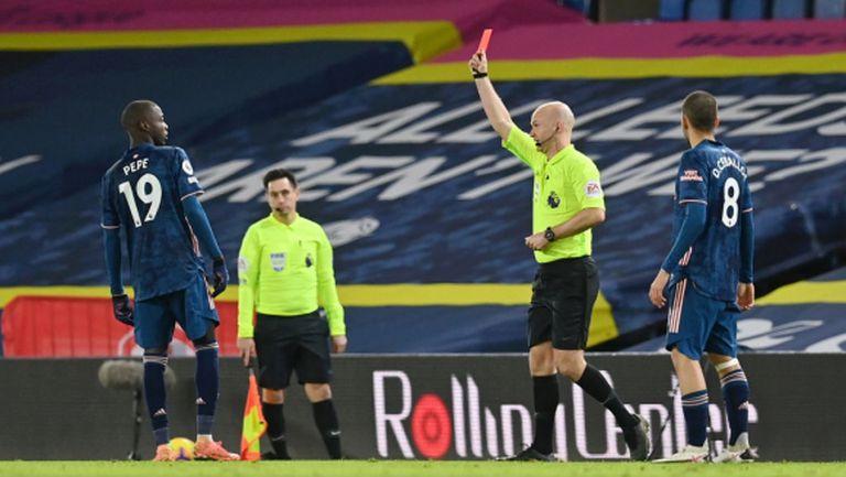"""Десетима от Арсенал се спасиха от поражението на """"Елънд Роуд"""" с помощта на гредите (видео)"""