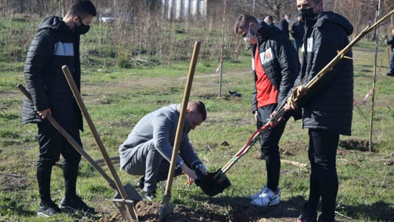 Спортното семейство на Локомотив (Пд) засади 60 дръвчета