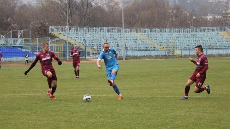 Бивш играч на ЦСКА изригна с хеттрик срещу Септември (Сф)