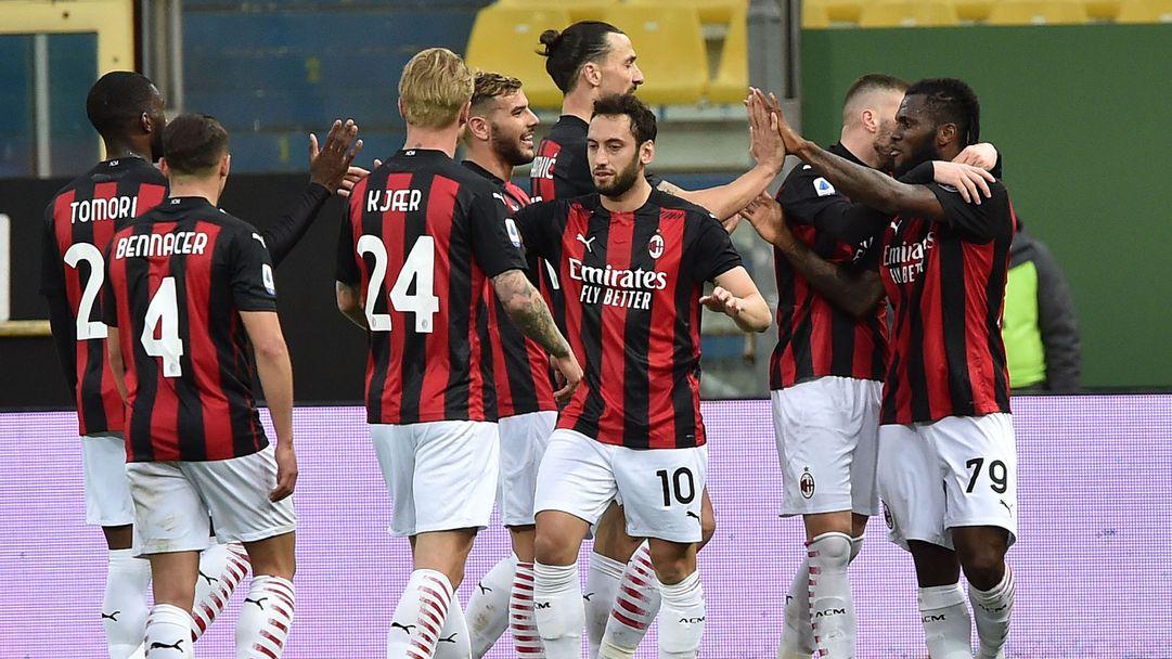 """Голяма глупост на Златан накара Милан да трепери, но """"Дявола"""" си взе гостуването на Парма (видео)"""
