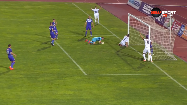 Макрилос вкара трети гол за Славия срещу Етър