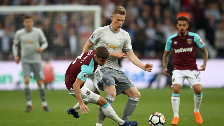 Малко футбол и много нерви в края, но Юнайтед постигна целта си (видео)