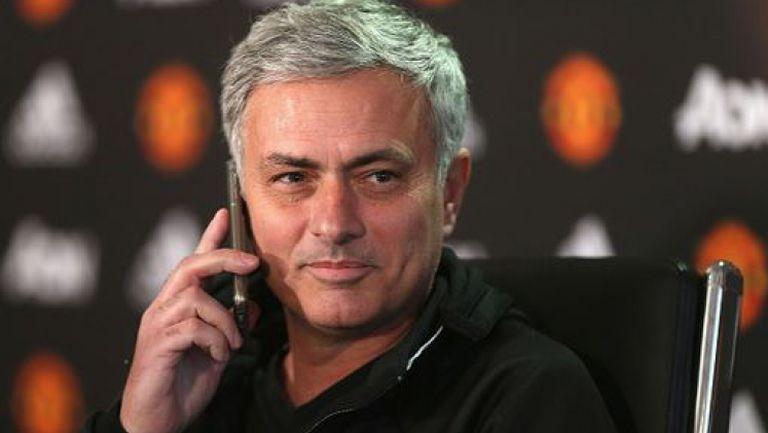 Моуриньо вдигна телефонa на репортер