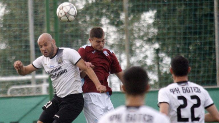 Клуб от Втора лига се оплаква от жегата, двама играчи за малко да припаднат
