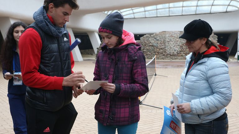 Давид Гофен и Доминик Тийм зарадваха фенове с автографи и снимки