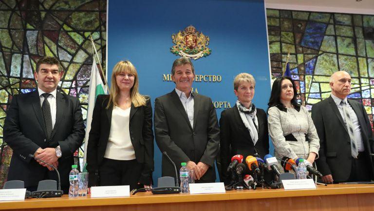 Министър Дашева представи екипа си