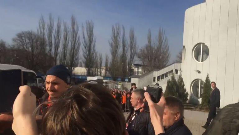 Фенове нападнаха Златан в Ростов