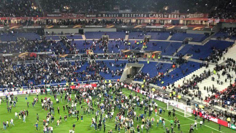 Масови безредици на стадиона на Лион