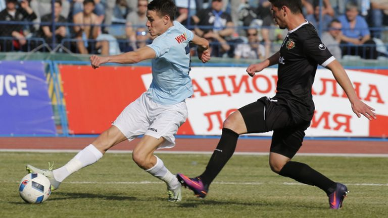 """Драма на """"Лаута""""! Вратарски гаф в последната секунда подари победата на Локо (Пловдив) срещу Дунав"""
