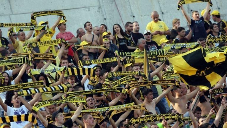 Зверски бой и ранени на Хебър - Миньор, прекратиха дербито на Трета лига (видео)