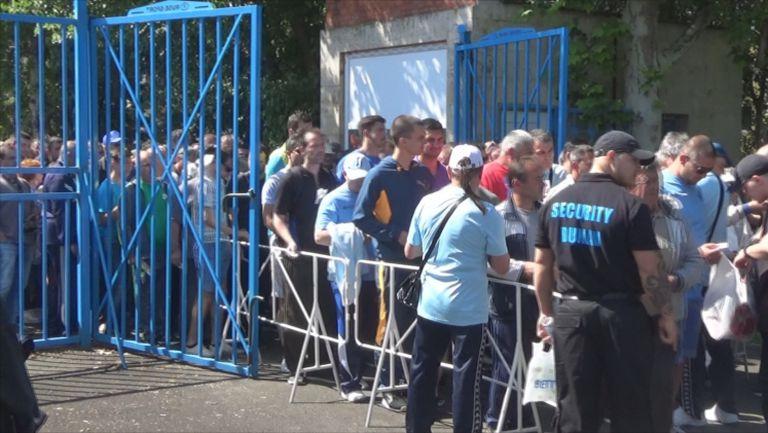 Опашки пред стадиона за Дунав - Левски