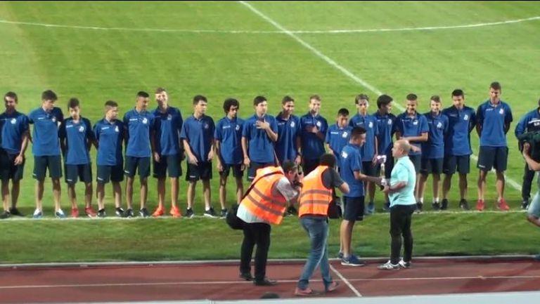 Наградиха юношите на Дунав на полувремето срещу ЦСКА-София