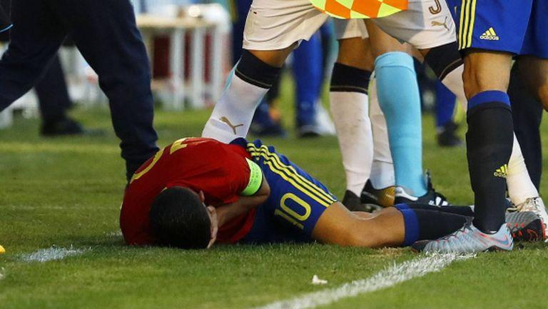 Свиреп сблъсък прати в болница национал от Реал Мадрид (видео)
