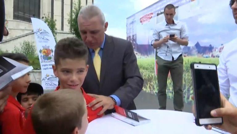 Христо Стоичков раздаде автографи при представянето на втората му книга