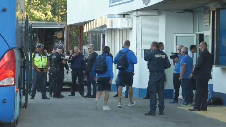 Отборът на Левски пристигна за дербито с Лудогорец