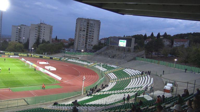 Малко фенове половин час преди дербито Берое - Левски