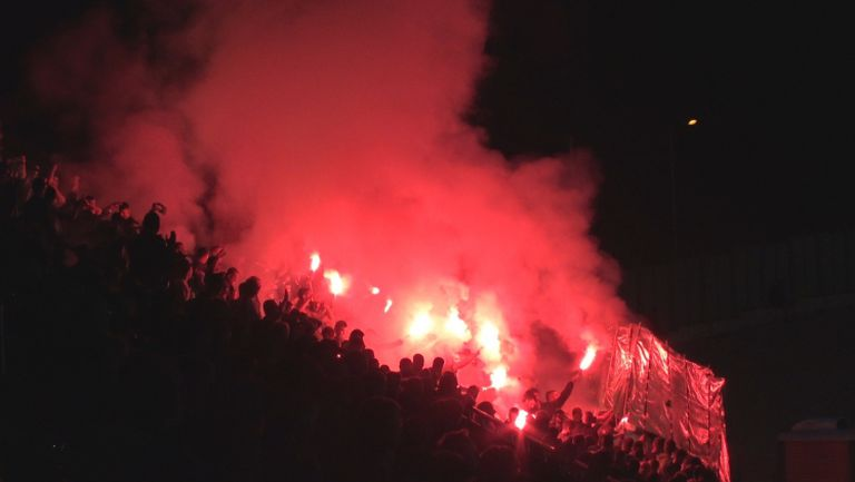 Факли и димки в сектора на заралии срещу Левски