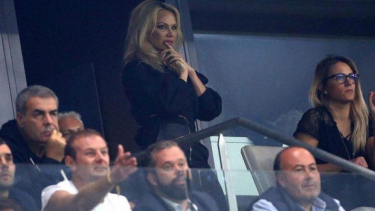 Памела Андерсън стана фенка на Марсилия заради младо гадже