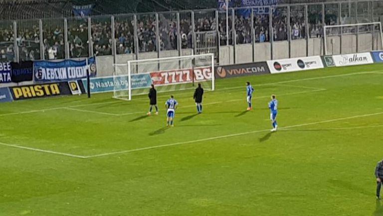 """""""Сините"""" фенове аплодираха играчите на Делио Роси, въпреки загубата"""