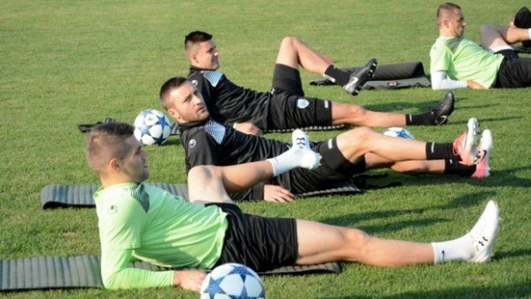 """Моряците"" подновиха тренировки само с 12 футболисти"