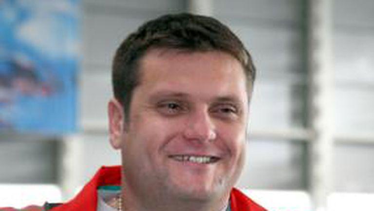 Мартин Стоев празнува рождения си ден в самолет