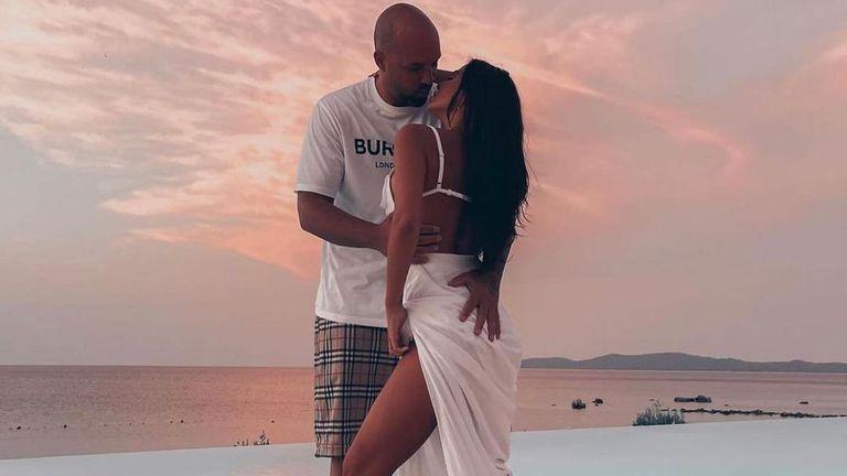 Николета и Ники Михайлов с нови предизвикателни снимки от Турция