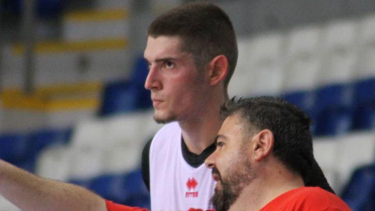 Константин Костадинов започна със загуба в Испания
