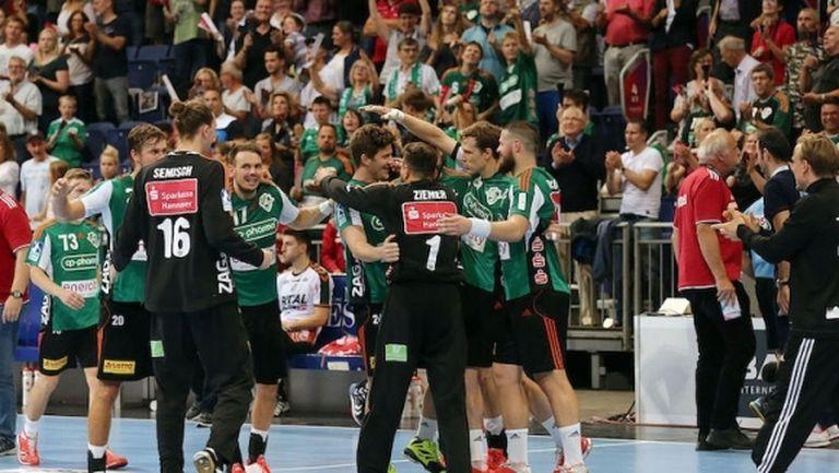 Фюксе (Берлин) най-сетне бе победен, а шампионите отново са лидери в Бундеслигата (видео)