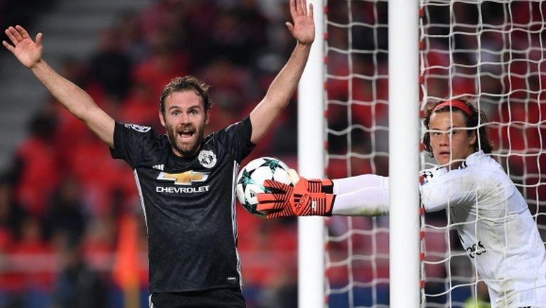 Най-младият вратар в историята на ШЛ подари трета поредна победа на Манчестър Юнайтед (видео)