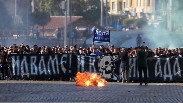 Феновете на Левски: Идваме! И водим ада със себе си (видео+галерия)