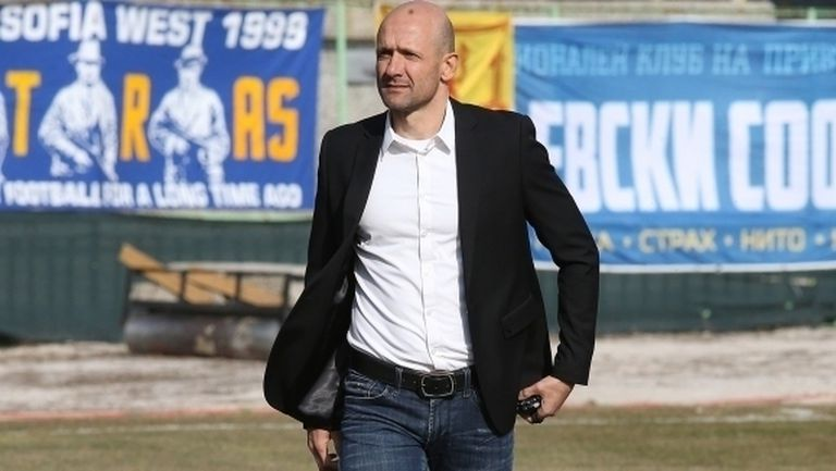 Радуканов: Оставете ни да играем футбол