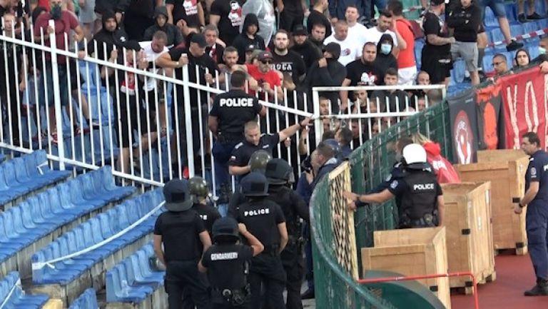 Напрежение в агитката на ЦСКА-София още в самото начало на мача