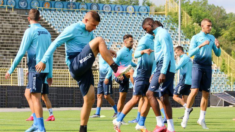 Боби Цонев вече тренира с Левски