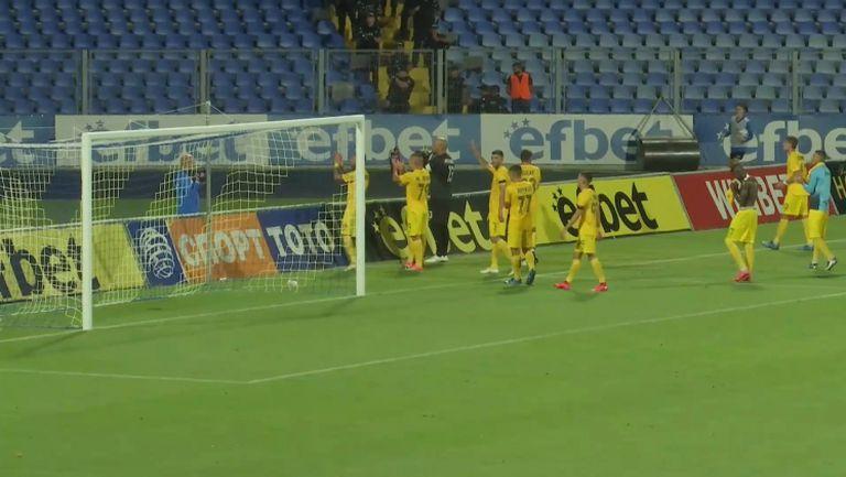 Играчите на Левски поздравиха феновете си след равенството с Арда