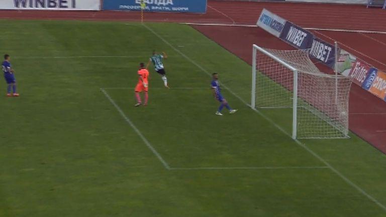 Денислав Ангелов вкара четвърти гол за Черно море във вратата на Етър