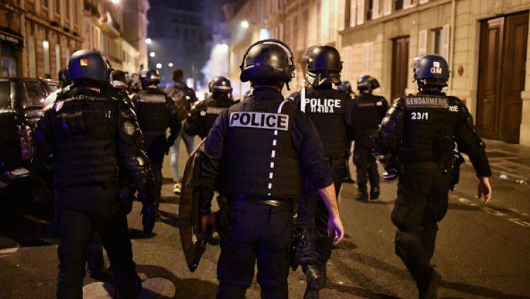 Еуфория и сблъсъци с полицията в Париж след триумфа на ПСЖ