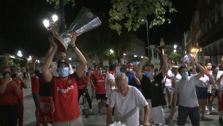 Безсънна нощ в Севиля след триумфа в Лига Европа