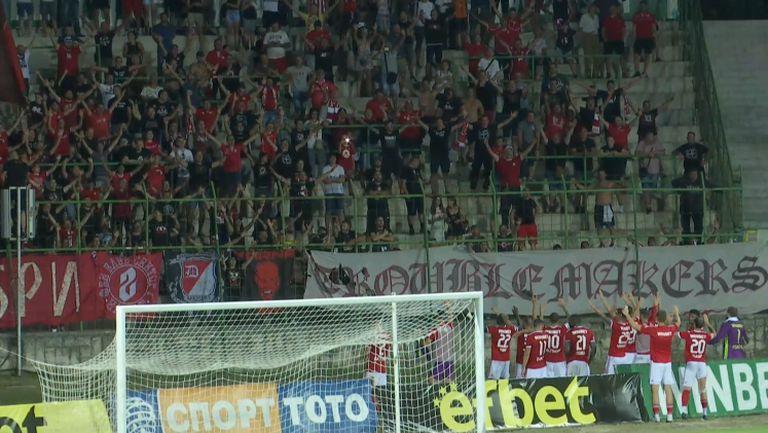 Футболистите на ЦСКА-София поздравиха феновете си след победата над Ботев (Вр)