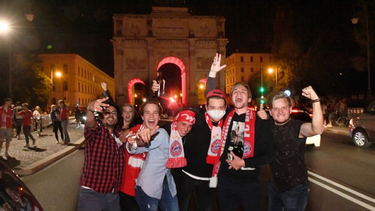 Феновете на Байерн заляха улиците на Мюнхен след триумфа в ШЛ